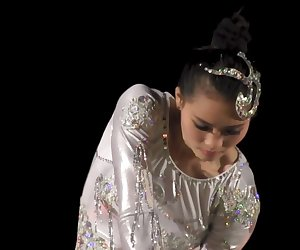 GORGEOUS CHINESE GIRL PERFORMING DEATH